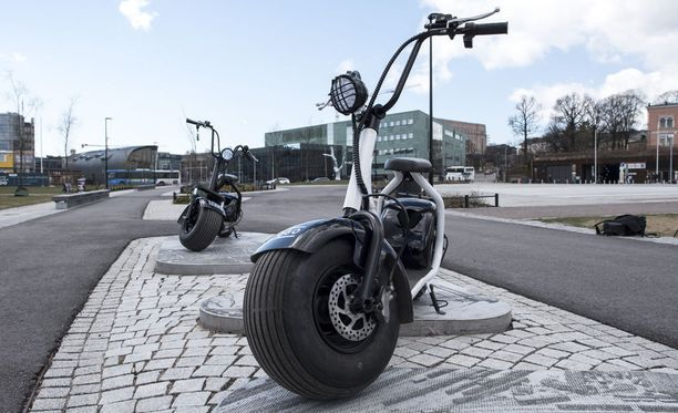 Scogo-sähköskootterilla ajaa noin 50 kilometriä yhdellä latauksella.