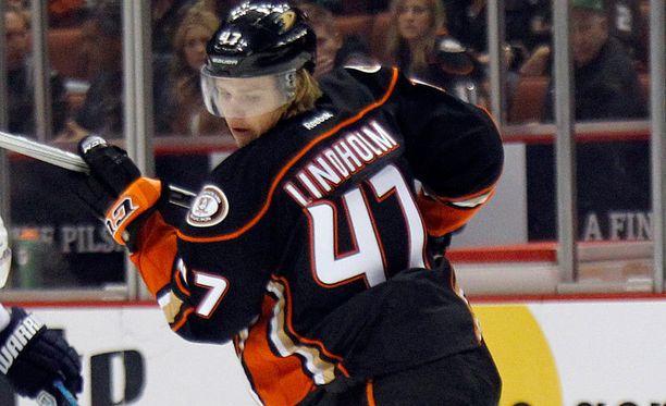 20-vuotias Hampus Lindholm pelaa kuin veteraani Anaheimin takalinjoilla.