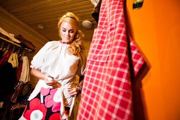 Rintheessä-sarjaa kuvattiin Levillä vuonna 2011. Ohjelmassa seurattiin Rosanna Kuljun ja muiden nuorten kausityöntekijöiden elämää.