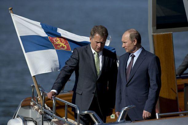 Viimeistä kertaa ennen Krimin valtausta Putin kävi Kultarannassa kesäkuussa 2013 presidentti Sauli Niinistön vieraana. Kuvassa presidentit lähtevät Kultarannasta Turkuun.