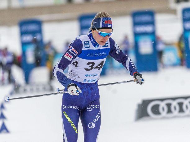 Anne Kyllönen hiihtää Suomen kakkosjoukkueessa naisten parisprintissä.