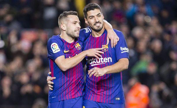 Jordi Alba (vas.) keskitti Luis Suárezin maalin, mutta koki myös kovia Málagaa vastaan.