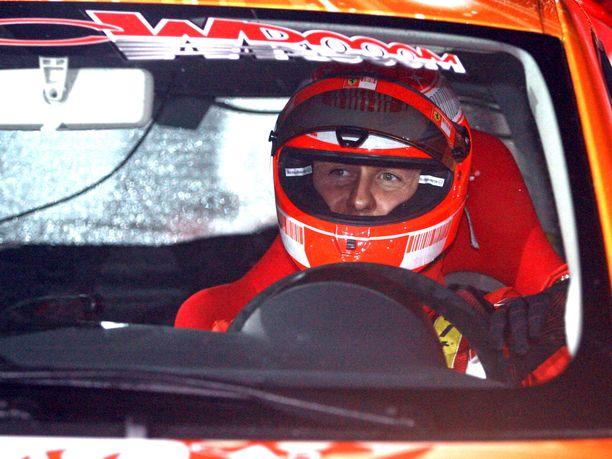 Michael Schumacheria yritettiin houkutella Arctic Lapland Rallyyn viime vuosikymmenellä. Kuvassa saksalaismestari ajaa Fiat 500:lla Madonna di Campigliossa järjestetyssä jääratakilpailussa.