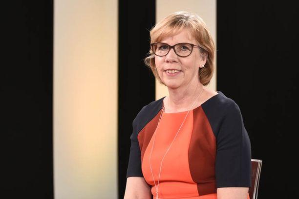 RKP:n puheenjohtaja Anna-Maja Henriksson korostaa, ettei RKP hyväksy sellaista maakuntaveroa, joka kiristää kokonaisveroastetta.
