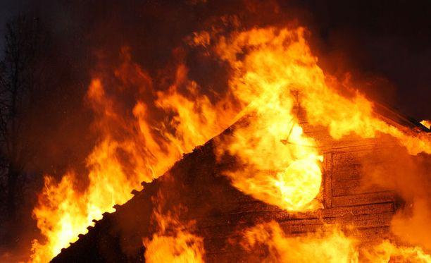 Kyselyn mukaan vanhemmat ihmiset pärjäsivät paloturvallisuustietämyksessä nuoria paremmin.