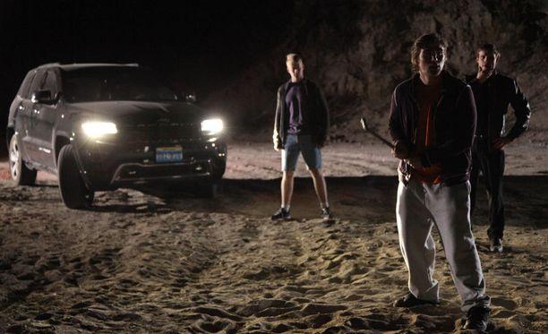 Osa sarjan sisällöstä koostuu dramatisoiduista, joskin tositapahtumiin pohjautuvista kohtauksista. Sarjan kuvituskuvaa.