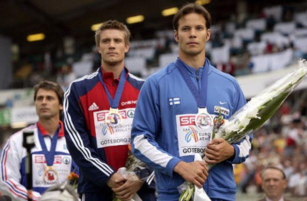 Tätä näkyä sponsorit rakastavat;Tero Pitkäniemi palkintokorokkeella.