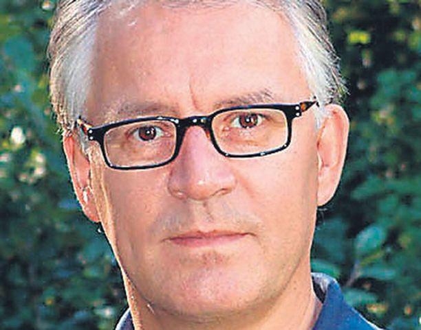 Superin puheenjohtaja Juhani Palomäen (kesk) palopuheet jäivät lopulta vain voimattomiksi kiukunpurkauksiksi.