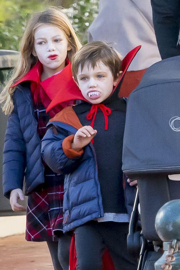Dimitri Rassamin Darya-tyttärellä (syntynyt vuonna 2011) oli näyttävä halloween-meikki ja Charlotte Casiraghin Raphael-poika luotti perinteiseen vampyyri-lookiin.