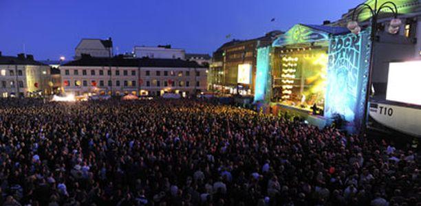 Viime vuonna Taiteiden yössä tanssittiin Rock, rytmi, rakkaus -konsertin tahdissa.