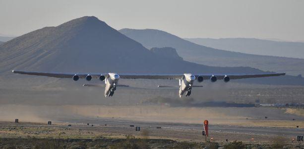 Stratolaunchin ensimmäinen lento oli onnistunut, kertoo AFP.