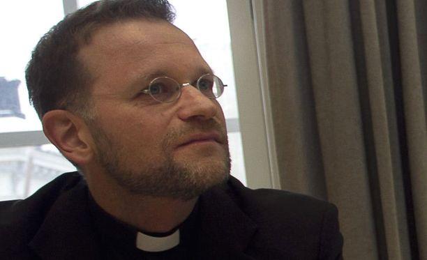 Piispa Jari Jolkkonen on saanut tarpeekseen suvivirsikiellosta.