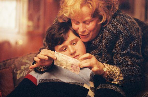 Harry Melling ja Pam Ferris vuonna 2004 elokuvassa Harry Potter ja Azkabanin vanki.