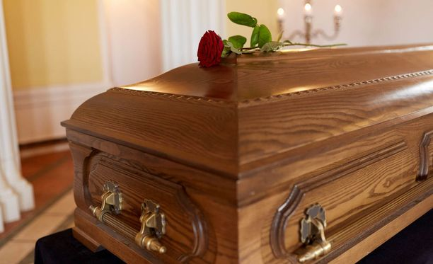 Suomen kansalaisen hautaaminen Viroon on mahdollista, kunhan suomalaisen vainajan omaisella on mukanaan suomalaisen lääkärin kirjoittama hautauslupa.