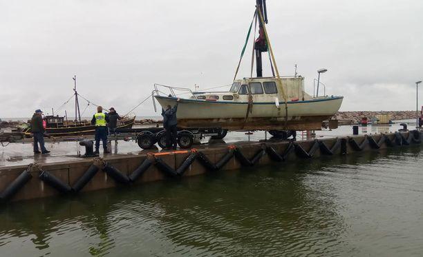 Vene löydettiin mereltä.