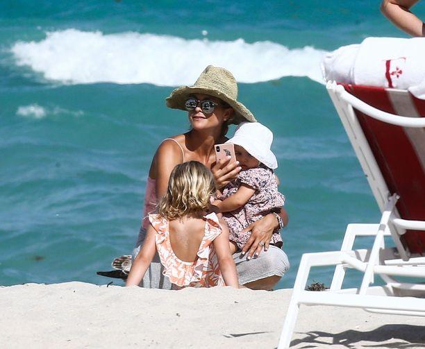 Prinsessa Madeleine, prinsessa Leonore ja prinsessa Adrienne olivat rantatunnelmissa Miami Beachilla myös maaliskuussa.