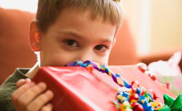 Äiti kirjoitti koskettavan kirjoituksen poikansa jäämisestä syntymäpäiväjuhlien ulkopuolelle.