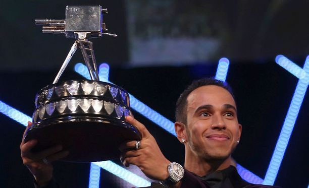Lewis Hamilton pokkasi komean pytyn.