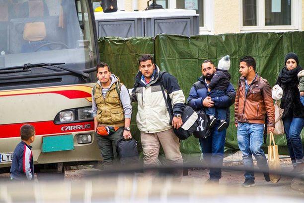 Pakolaisia hieman tai selvästi vähemmän haluavien osuus on kasvanut 22 prosenttiyksikköä maaliskuusta 2015.