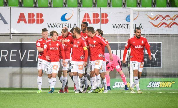 HIFK tuuletti Juho Mäkelän elintärkeää voittomaalia.