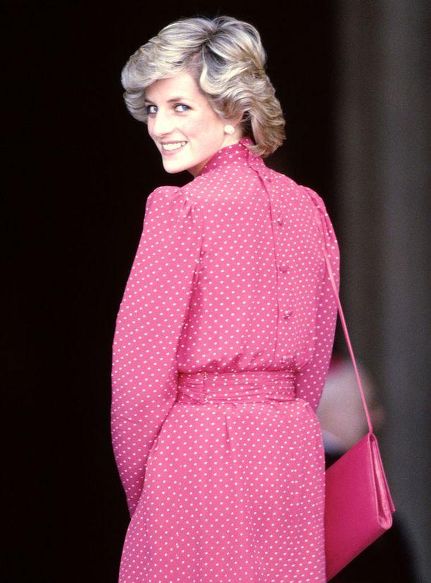 Diana ei kaihtanut pastelleja eikä voimakkaitakaan värejä. Kuvassa tyylinäyte Italian matkalta vuonna 1985.