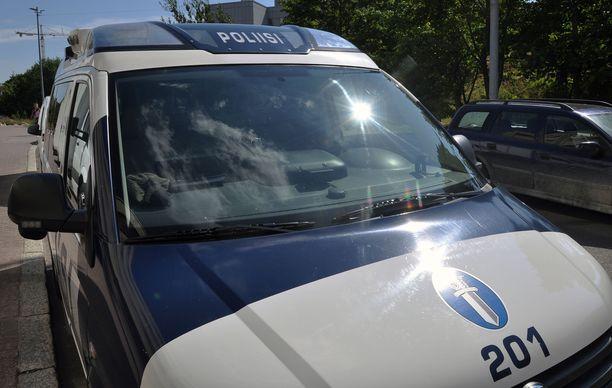 Poliisi tutkii Nurmeksessa tapahtunutta henkirikosta. Kuvituskuva.