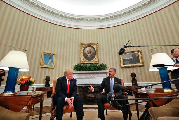 Barack Obama laitatti aikoinaan työhuoneeseen mm. raidalliset tapetit. Nyt huone menee remonttiin eikä uusi presidentti Trump voi käyttää sitä heti.