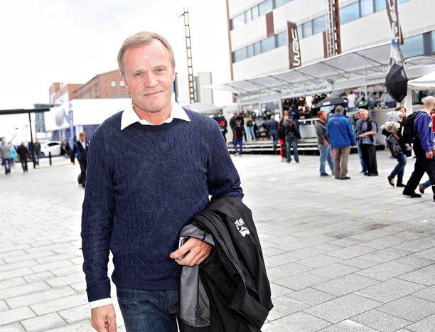 Kiireinen Tommi Mäkinen viiletti keskiviikkona paikasta toiseen Jyväskylässä. MM-rallin aikaan Mäkinen isännöi arvovaltaisia japanilaisvieraita.