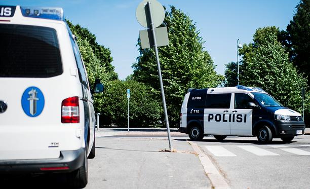 Poliisi hälytettiin kouluille Hollolassa epäilyttävän kaahailijan vuoksi.