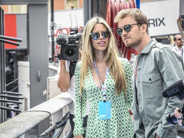 Nico Rosberg on ollut tuttu näky F1-varikoilla vielä uransa jälkeenkin. Vivian-vaimo oli mukana tämän vuoden Monacon GP:ssä.