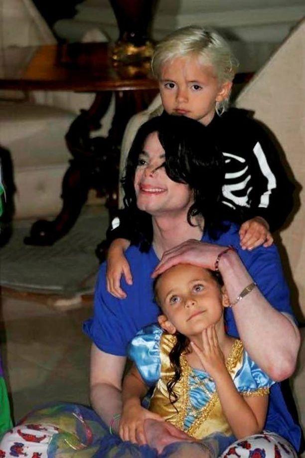 Michael Jacksonilla oli kolme lasta: Prince, 17, Paris, 16, ja 12-vuotias Blanket-poika. Kuva on otettu vuonna 2009.