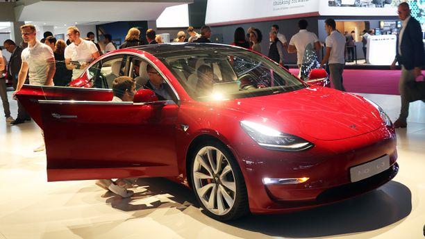 Tesla Model 3 oli mukana näyttelyssä.