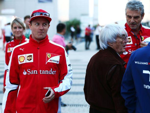 Kimi Räikkönen säästyi tällä kertaa Bernie Ecclestonen sivallukselta. Suomalaisveteraani on tehnyt viimeiseksi jäävällä Ferrari-kaudellaan oman osansa, sillä hän on ennen päätösosakilpailua MM-pisteissä kolmantena.