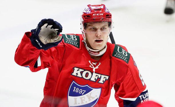 Joonas Rask laukoi HIFK:n avausmaalin.