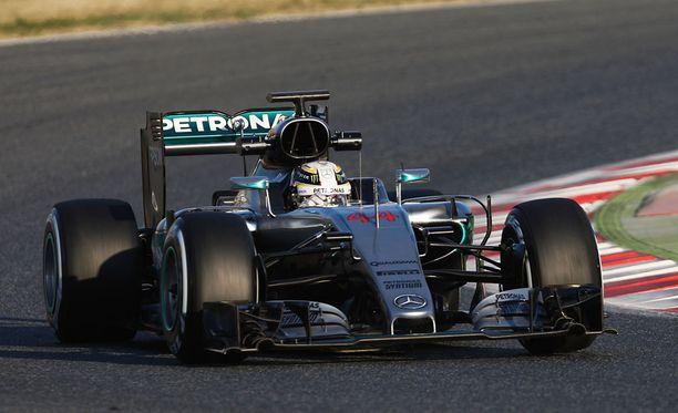 Tältä Lewis Hamiltonin auton keula näytti vielä keskiviikkona.