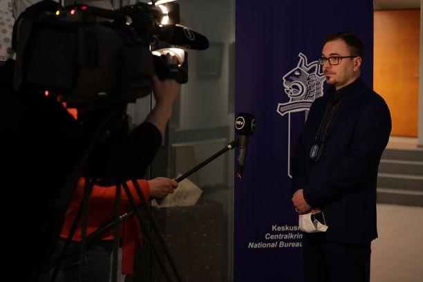 Tutkinnanjohtaja Marko Leponen vastasi median kysymyksiin tiedotustilaisuuden jälkeen.