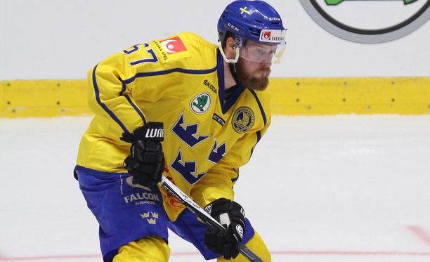 Linus Omark edusti Ruotsia Pyeongchangin olympialaisissa ja voitti MM-kultaa 2017 Tre Kronorin riveissä.