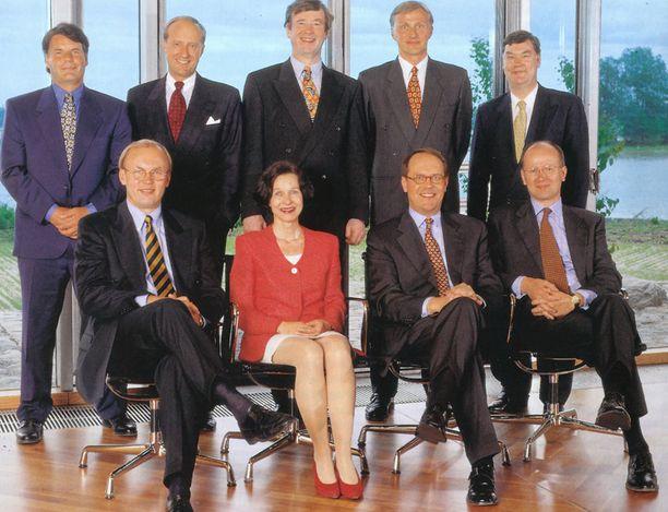 JOHTOKUNTA 1998 Edessä vasemmalta Matti Alahuhta, Sari Baldauf, Jorma Ollila ja Pekka Ala-Pietilä. Ylärivissä vasemmalta Olli-Pekka Kallasvuo, Veli Sundbäck, Yrjö Neuvo, Anssi Vanjoki ja Mikko Heikkonen.