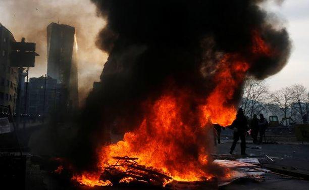 Barrikaadit paloivat Frankfurtissa, Euroopan bisneskeskuksessa.