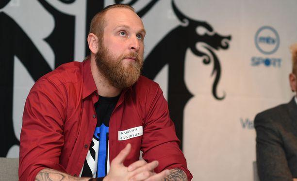 Robert Helenius käväisi keskiviikkona Helsingissä kertomassa tulevasta ottelustaan.