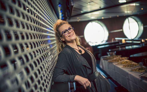 Laura Voutilaisen avioero astui voimaan viime vuoden keväällä. Hän ei ole vahvistanut uutta suhdetta julkisuudessa, vaikka moista on huhuttu.