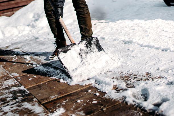 Älä puurra suurta lumimäärää pikkukolalla.