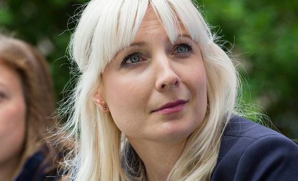 Kansanedustaja Laura Huhtasaari (ps) puhui maanantaina Porin Suomi-areenassa.