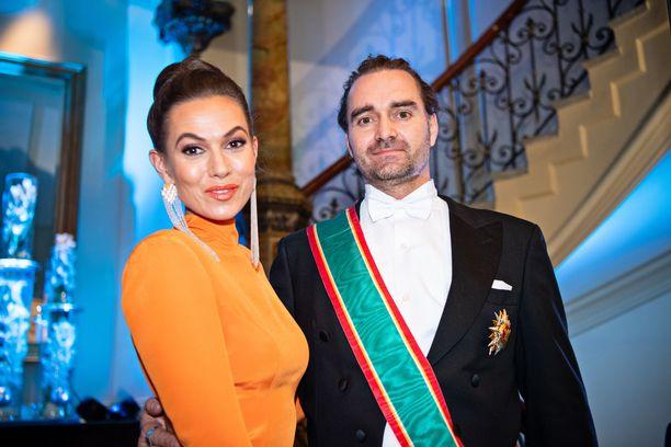 Mikko Paasi kutsuttiin tasavallan presidentin itsenäisyyspäivän vastaanotolle. Kuvassa hän on linnan jatkoilla vaimonsa Kristan kanssa.