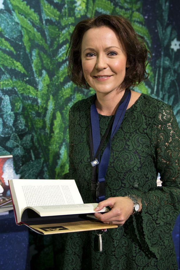 Runoilija Jenni Haukio on toiminut myös Turun Kirjamessujen ohjelmapäällikkönä.