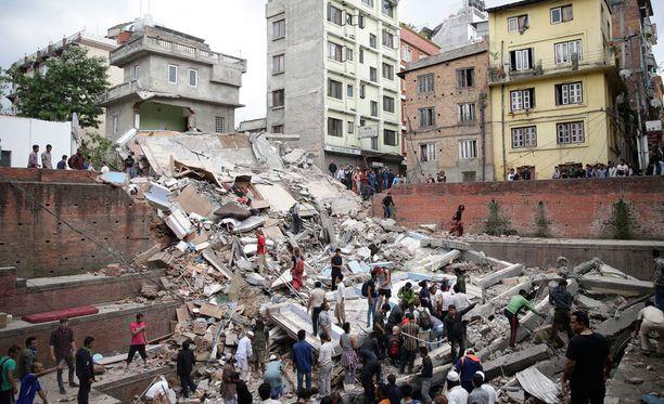 Useita rakennuksia on romahtanut Nepalissa maanjäristyksen seurauksena.