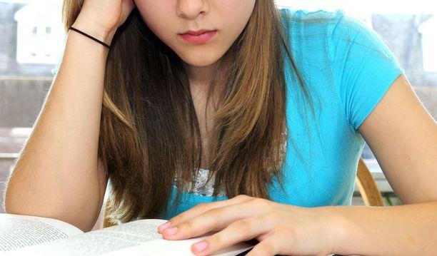 18-vuotiaan herättäminen viimeistään aamuseitsemältä vastaa 50-vuotiaan opettajan herättämistä jo puoli viideltä.