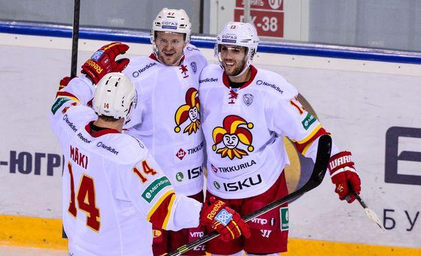 Ville Lajunen (kesk.) ampui ottelun voittomaalin jatkoajalla.