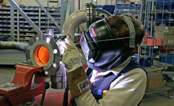 Tavallinen työmies ansaitsi vuonna 1995 noin 21 000 euroa. Vuonna 2011 duunari ansaitsi 37 000 euroa.