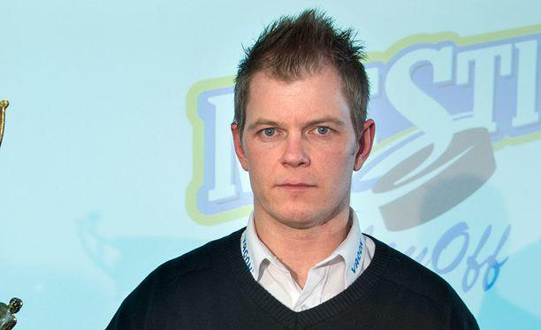 Ari-Pekka Pajuluoma ottaa Sportin ruorin.